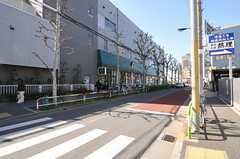 近くにあるスーパーの様子。(2013-03-11,共用部,ENVIRONMENT,1F)