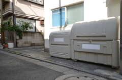 ゴミ置き場の様子。共用部にゴミ置き場はなく、各自で処理します。(2012-09-24,共用部,OTHER,1F)