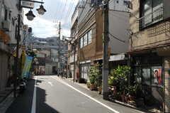 シェアハウスの前は商店街です。(2012-09-24,共用部,ENVIRONMENT,1F)