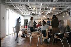 種まきの後に行われた、採れたて野菜のサラダランチ・パーティーの様子。(2013-02-23,共用部,PARTY,1F)