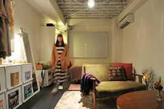 入居中の室内。キッチン付きです。(2013-03-02,専有部,ROOM,3F)
