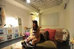 専有部でくつろぐ入居者さんの様子。(2013-03-02,専有部,ROOM,3F)