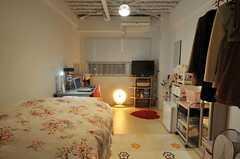 入居中の専有部。正面に光っているのはハロゲンヒーターです。(2013-03-02,専有部,ROOM,2F)
