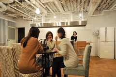 ラウンジで談笑する入居者さんたち。(2013-03-02,共用部,PARTY,1F)