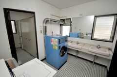 洗濯機、乾燥機の様子。(2009-02-17,共用部,LAUNDRY,1F)