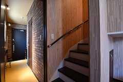 階段の様子。階段は2箇所設置されています。(2017-03-09,共用部,OTHER,1F)