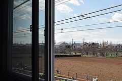 窓は2重です。天気の良い日には富士山が見えるとのこと。(202号室)(2017-03-09,専有部,ROOM,2F)