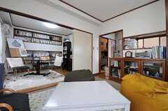 リビングの隣がキッチンです。(2012-06-20,共用部,LIVINGROOM,2F)