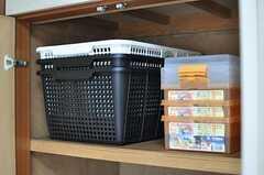 各部屋ごとに収納ボックスが用意されています。(201号室)(2012-06-20,専有部,ROOM,2F)