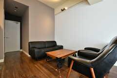 ワークルームの一角にはソファが置かれています。(2017-02-27,共用部,OTHER,1F)