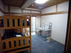 専有部の様子2。007年12月現在ベッドが2つありますのでシェアでの入居も可能です(506号室)(2007-12-20,専有部,ROOM,5F)