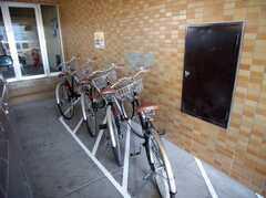 駐輪場の様子。入居者全員に無料で自転車を貸し出します(2007-12-20,共用部,GARAGE,1F)