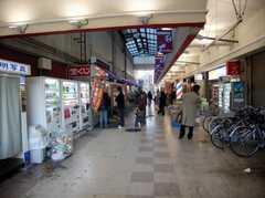 西武新宿線小平駅からシェアハウスへ向かうアーケード街の様子。(2007-12-20,共用部,ENVIRONMENT,1F)
