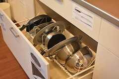 鍋類は引き出しに収納されています。(2015-08-06,共用部,KITCHEN,1F)