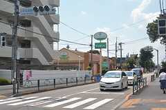 建物のすぐ近くにファミリーレストランがあります。(2015-08-06,共用部,ENVIRONMENT,1F)