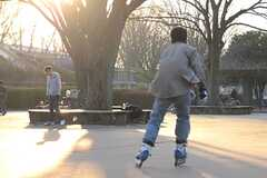 コンクリート敷きの広場の様子3。(小金井公園)(2014-03-05,共用部,ENVIRONMENT,1F)