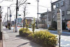 中央総武線・東小金井駅行きのバス停の様子。(2017-01-30,共用部,ENVIRONMENT,1F)