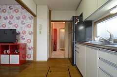 キッチンからバスルームに直接アクセスすることができます。(2015-01-16,共用部,KITCHEN,1F)