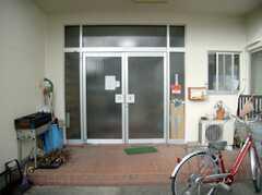 シェアハウスの正面玄関。(2008-02-08,周辺環境,ENTRANCE,1F)