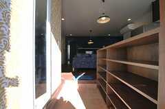 正面玄関から見た内部の様子。(Mid-Century Modern Style)(2013-12-24,周辺環境,ENTRANCE,1F)