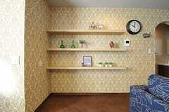 飾り棚の様子。(Mid-Century Modern Style)(2013-12-24,共用部,LIVINGROOM,1F)