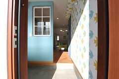 シェアハウスの正面玄関。(Scandinavian Style)(2013-12-24,周辺環境,ENTRANCE,1F)