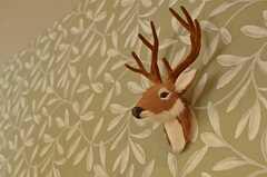壁からはシカ。(Natural Modern Style)(2013-12-24,共用部,LIVINGROOM,1F)