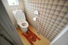ウォシュレット付きトイレの様子。(Natural Modern Style)(2013-12-24,共用部,TOILET,1F)