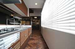キッチンの様子2。(Cafe modern Style)(2013-12-24,共用部,KITCHEN,2F)