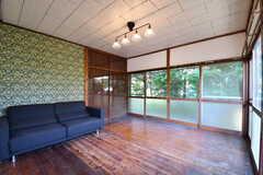 リビングの様子2。ソファベッドが設置されています。(2017-05-29,共用部,LIVINGROOM,1F)