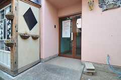 シェアハウスの正面玄関。(2014-01-14,周辺環境,ENTRANCE,1F)