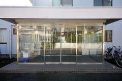シェアハウスの正面玄関。(2013-11-05,周辺環境,ENTRANCE,1F)