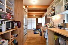 冷蔵庫は2台設置されています。シンクの対面に設置されている冷蔵庫が、メインで使用されているそうです。(2019-07-05,共用部,KITCHEN,1F)