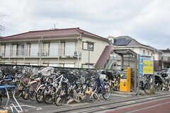 西武国分寺線・恋ヶ窪駅周辺の様子2。駅の目の前には駐輪場があります。(2019-07-05,共用部,ENVIRONMENT,1F)