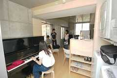 オープンハウスの様子4。ピアノも活躍。(2008-07-19,共用部,PARTY,4F)