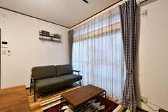 テレビ側から見たソファの様子。(B棟)(2017-12-04,共用部,LIVINGROOM,1F)
