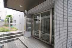シェアハウスの正面玄関。(2013-05-27,周辺環境,ENTRANCE,1F)