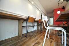 雰囲気のある床材です。(2013-05-27,共用部,LIVINGROOM,1F)