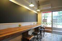 黒板の様子。こちらからもテラスに出られます。(2013-05-27,共用部,KITCHEN,1F)