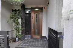 シェアハウスの正面玄関。(2011-04-28,周辺環境,ENTRANCE,1F)