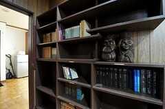 本棚もあります。(2011-04-28,周辺環境,ENTRANCE,1F)