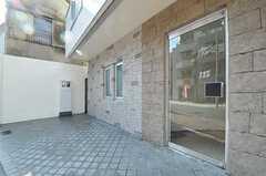 正面玄関の様子。(2013-01-25,周辺環境,ENTRANCE,1F)