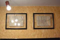 古い地図が飾られています。(2017-05-31,共用部,LIVINGROOM,1F)