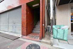 階段の先はシェアハウスの玄関です。(2019-01-29,周辺環境,ENTRANCE,1F)