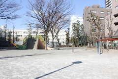 東京メトロ東西線・東陽町駅周辺の様子。公園が近くにあります。(2019-01-29,共用部,ENVIRONMENT,1F)
