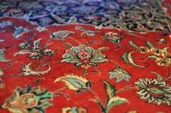 シルクが織り込んであり、見る角度で模様の濃淡が変わります。(2009-12-22,共用部,OTHER,2F)
