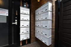 玄関には部屋ごとに使える郵便受けが並んでいます。(2020-02-27,周辺環境,ENTRANCE,1F)