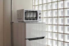 全室に冷蔵庫と電子レンジが備わっています。(101号室)(2020-02-27,専有部,ROOM,1F)