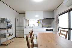 リビングはキッチンと一体型です。(2013-03-07,共用部,LIVINGROOM,1F)