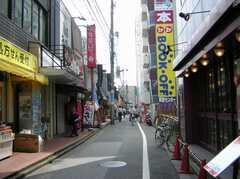 JR総武線亀戸駅からシェアハウスへ向かう道の様子。(2007-08-01,共用部,ENVIRONMENT,1F)